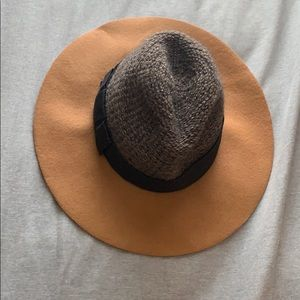 Bettina hat